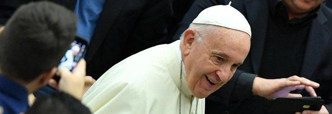 Papa Francesco: «Le chiese vuote? Vendiamole per dare una mano ai poveri»