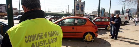 Controllavano le auto in sosta, aggrediti due operatori Napolipark