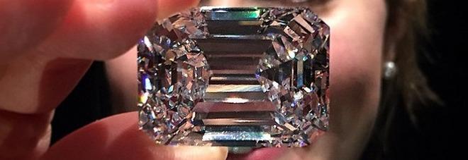 Compra un diamante al mercatino per 10 sterline, Sotheby's lo rivende a un prezzo choc