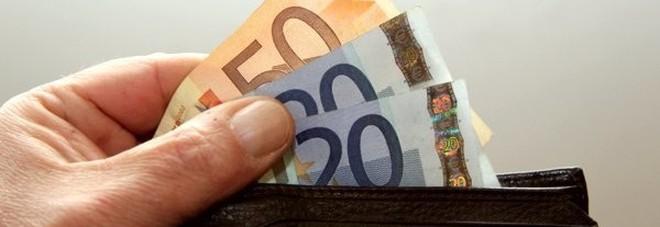 taglia 40 e444c 2184a Trova in terra un portafoglio con soldi e documenti Ragazzo ...