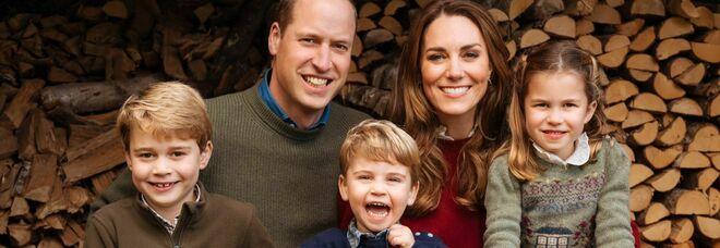 I duchi di Cambridge con i figli George, Louis e Charlotte
