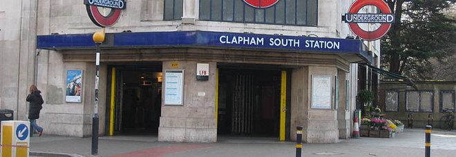 Londra, ragazzo di 17 anni morto accoltellato davanti la stazione della metro di Clapham South