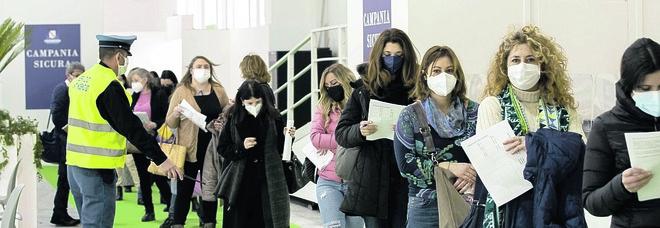 Napoli: poche fiale di Pfizer, stop ai vaccini per gli over 80