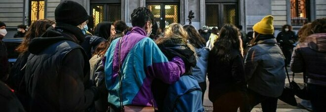 Scuole Lombardia, lunedì riaperte: «Ma solo se non ci sarà zona rossa»