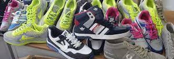 Napoli, scoperto un container pieno di scarpe cinesi con falso marchio Fred Perry