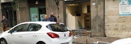 Bomba alla Credito Popolare, rapinatori in fuga con il bancomat