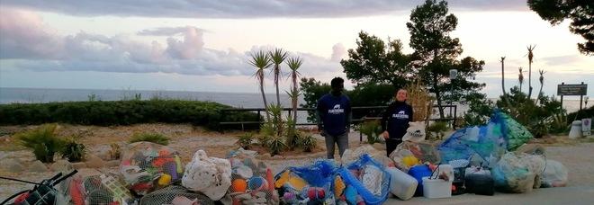 Cilento, volontari di Plastic Free raccolgono 200kg di plastica