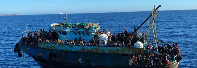 Migranti, Lamorgese all'Europa: redistribuire i salvati in mare, più solidarietà per l'Italia