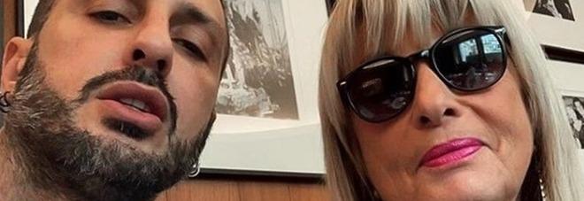 Fabrizio Corona fa pace con mamma Gabriella: «Certi amori non finiscono». I fan: «L'unica donna che non ti tradirà mai»