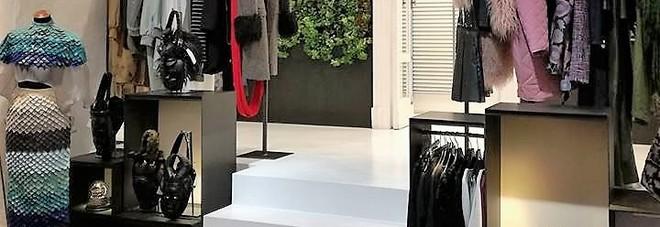 I top 10 dell 39 accademia della moda sfilano a chiaia tra le for Accademia moda napoli