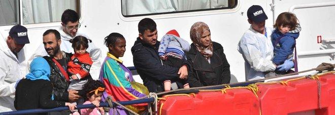 «Polizia libica corrotta, boss e Ong così funziona il traffico di migranti»
