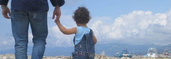 Un padre «perfetto sconosciuto»: il figlio può cambiare cognome