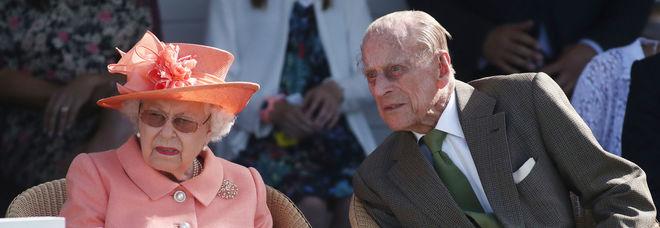 «Il principe Filippo è morto», la bufala in rete: «La regina Elisabetta ha reagito malissimo»