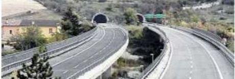 A24, il piano sicurezza di Toninelli: limiti a sorpassi e soste, stop ai tir