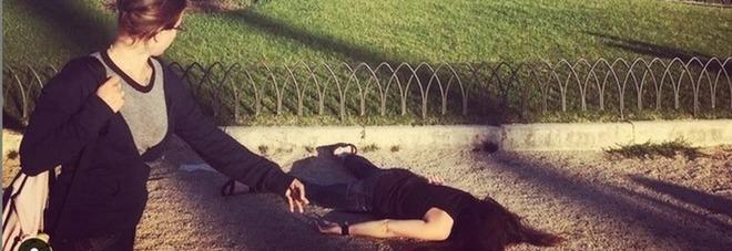 Morta su Instagram, le foto choc in giro per il mondo: e spunta anche piazza Venezia a Roma