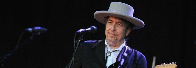 Bob Dylan, una donna lo accusa: «Avevo 16 anni, abusò di me al Chelsea Hotel»