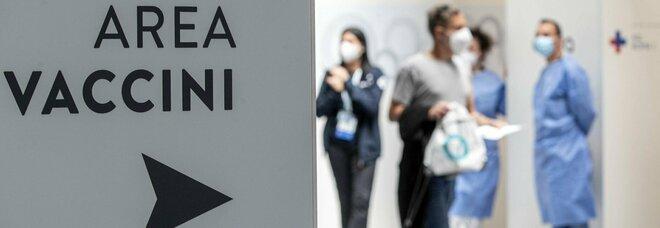 Variante Delta, ricoveri in aumento e salgono incidenza e Rt: Sicilia, Sardegna e Lazio a rischio zona gialla