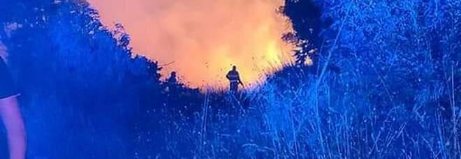 Serre, incendio doloso: distrutti ettari di terreno a Valle della Masseria