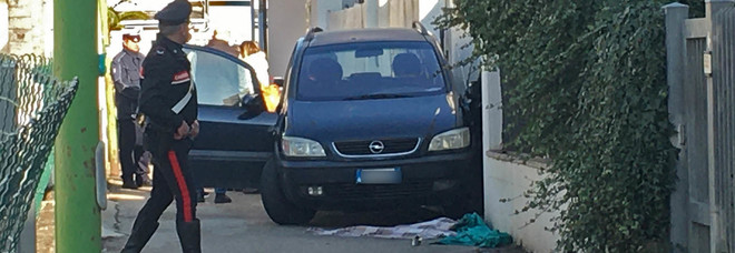 Muore schiacciata contro un muro: alla guida dell'auto la figlia di 14 anni