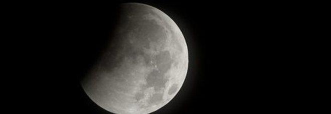 La luna si sta restringendo: «È scossa da terremoti»