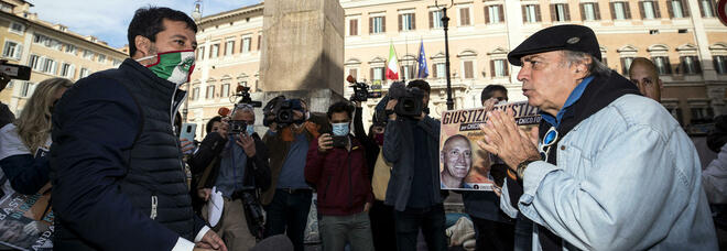 Enrico Montesano senza mascherina a Montecitorio, fermato dalla polizia
