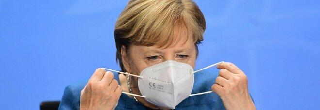 Covid Germania, 15 mila casi in 24 ore. Merkel verso un 'lockdown light' dal 4 novembre