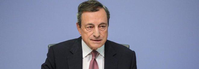Draghi bacchetta l'Italia: «Le parole del governo fanno danni»
