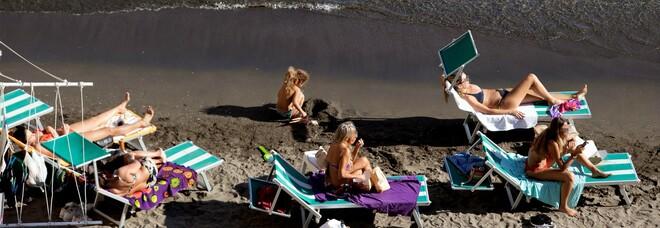 Napoli, conto alla rovescia per il ritorno in spiaggia: rischio stangata e caos ormeggi