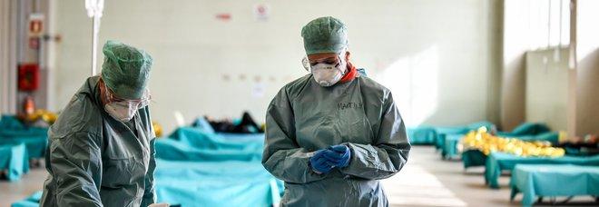 Coronavirus, studio in Cina: il virus contagia fino a 4,5 metri e resta in aria per almeno 30 minuti