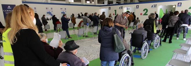 Vaccini in Campania, De Luca accelera: «Completare gli ultra 80enni in dieci giorni»