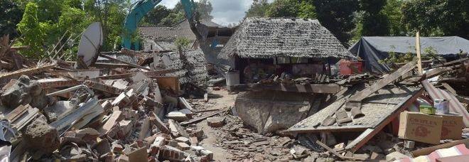 Due forti terremoti a Lombok, l'Indonesia trema ancora