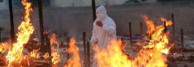 Cerimonia funebre a Bhopal di alcuni pazienti morti per Covid