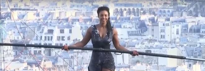 Cammina sopra Parigi senza protezioni