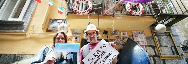 «Salviamo il Teatrino di Perzechella», nel cuore di Napoli l'appello di Angelo e Pina alle istituzioni