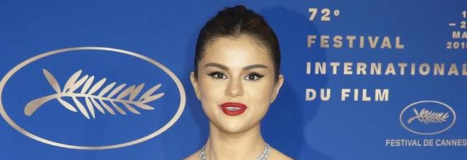 Selena Gomez scrive a Draghi: donate il vaccino ai bisognosi