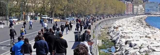Napoli, i controlli sul lungomare ci sono: sanzionate 37 persone, multe ai chioschi