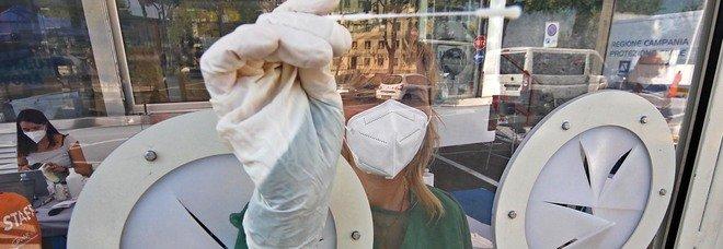 Covid, le fake news sul virus: tagliare la barba o fare i gargarismi non evita il contagio