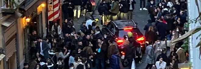 Controlli anti-Covid a Napoli, 50 multe nella movida del centro storico