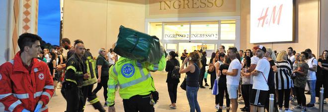 Sostanza urticante da Zara, evacuato il centro commerciale