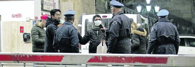 Napoli, rissa nel cortile dell'ospedale dei Pellegrini con vigilantes e carabinieri inermi