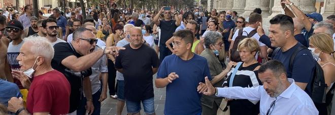 Pescara, manifestazione dei No Vax in centro. Scattano le denunce