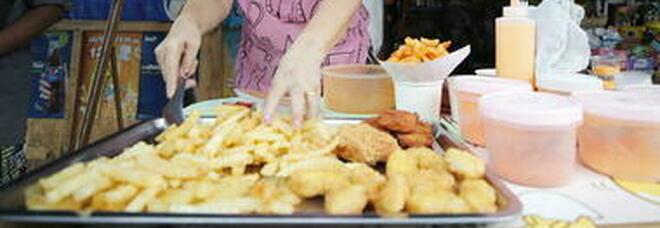 Singapore, per la prima volta al mondo in commercio carne di pollo preparata in laboratorio
