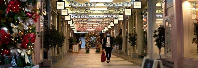 Nuovo dpcm Natale, Boccia: «Italia zona gialla da metà dicembre». Scontro sui ristoranti