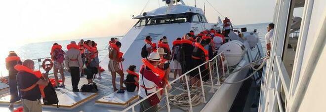 Incendio sul catamarano per le isole Tremiti, sessanta passeggeri messi in salvo