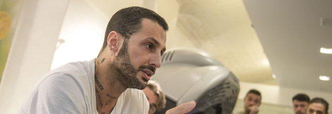 Fabrizio Corona torna in carcere? Mercoledì l'udienza decisiva. «Dovrà scontare 9 mesi in più»