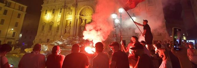Roma, assembramenti dei tifosi: autogol a favore del Covid