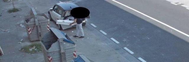 Napoli, furbetto della differenziata incastrato dalla telecamera di sorveglianza