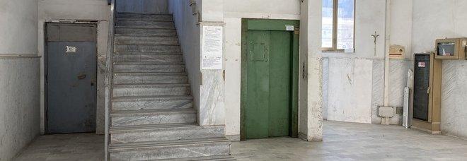 Napoli, ascensore guasto nel cimitero di Ponticelli: disagi e degrado