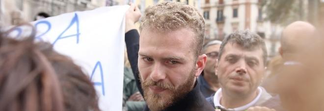 Napoli in piazza contro la camorra, c'è anche il figlio di un boss: «I camorristi fanno una vita di merda, quella che meritano»