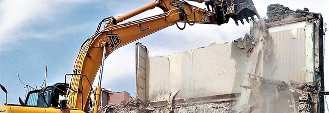 «Caro estinto», demolito il capannone del clan Cesarano